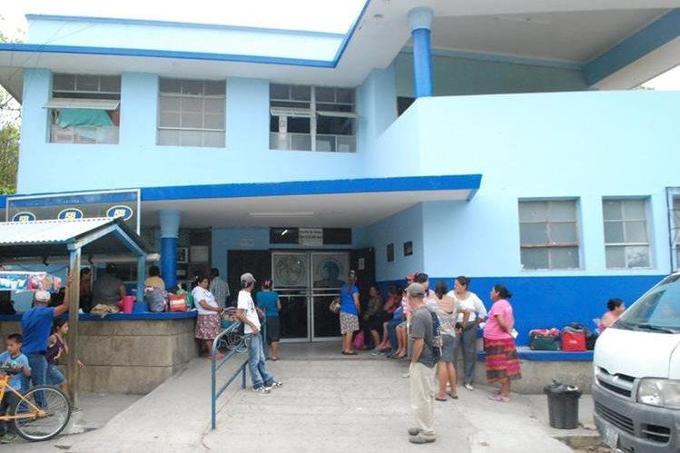 Las visitas fueron suspendidas en el Hospital Regional de Zacapa, debido a la aparición de dos bacterias que infectaron a nueve pacientes. (Foto Prensa Libre: Mario Morales)