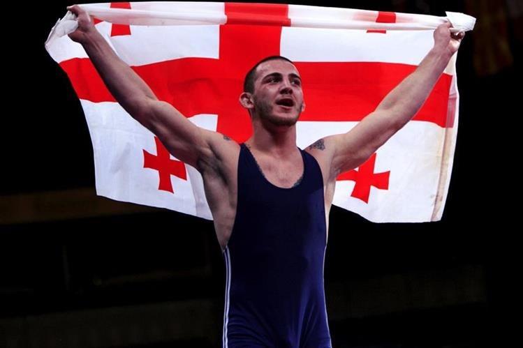 El georgiano Zurab Datunashvili, campeón europeo de lucha grecorromana en la categoría de hasta 80 kilogramos, resultó herido de varias puñaladas. (Foto Prensa Libre: AFP)