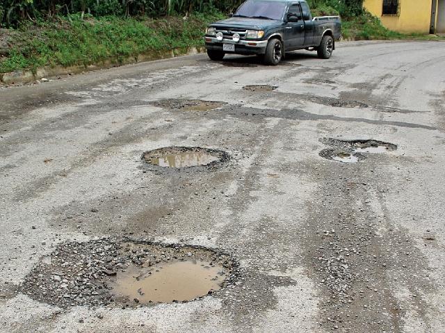 El sistema de puentes en Centroamérica es una infraestructura obsoleta, lo que afecta la competitividad junto a los desafíos del clima. (Foto Prensa Libre: Hemeroteca)