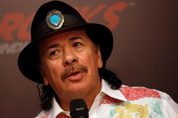 <p>Mexicano Carlos Santana se acompañara de otras estrellas de la musica para cantar en la clausura del mundial (Foto Prensa Libre: Archivo)</p>