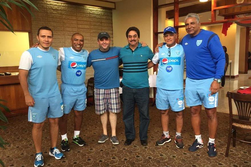 El cuerpo técnico de Selección Nacional al finalizar su desayuno. (Foto Prensa Libre: Cortesía ACD)