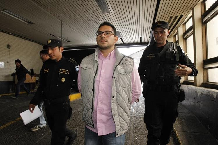 Enrique José Escobar Solórzano habría avalado la contratación irregular de seis guardias. (Foto Prensa Libre: Paulo Raquec)