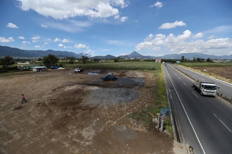 En primer plano un área que comienza a desarrollarse, al fondo, el municipio de Salcajá. (Foto Prensa Libre: Mynor Toc)&nbsp;<br />