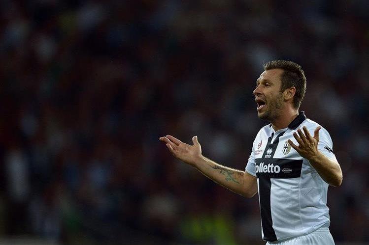 Antonio Cassano quiere seguir en el futbol europeo. (Foto Prensa Libre: AFP)