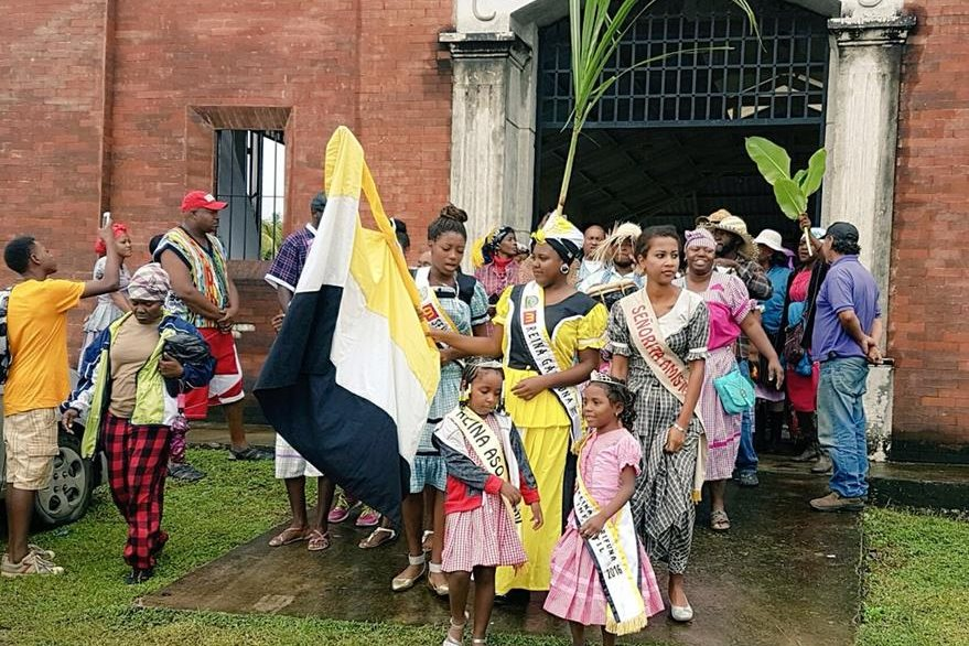 Reinas garífunas engalanan actividad. (Foto Prensa Libre: Dony Stewart).