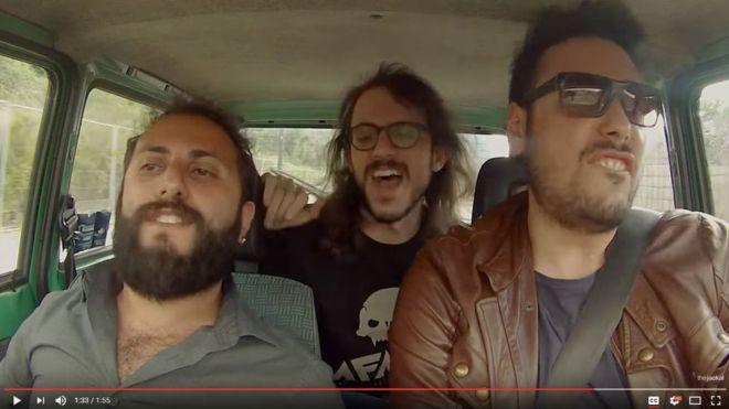 Los autores del video son Ciro Priello (el conductor), Fabio Balsamo (el acompañante) y Gianluca Fru (asiento posterior). (YouTube)