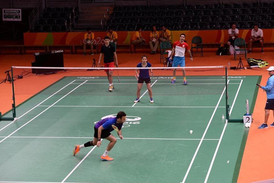 Cordón comparte con atletas de diferentes países durante sus entrenamientos. (Foto Prensa Libre Cortesía COG)