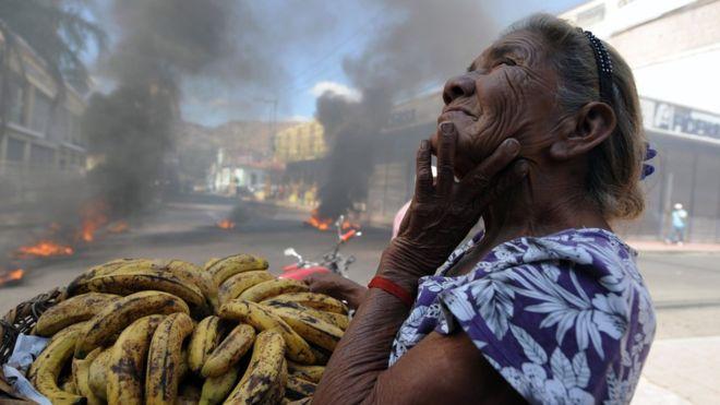 """Bananos e inestabilidad, parte de la combinación que inspiró el término """"república bananera"""" AFP"""