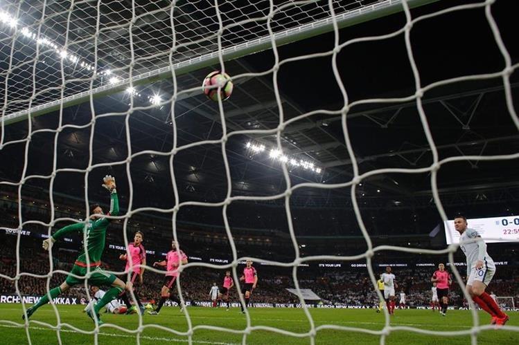 Los inglesés se impusieron sin mucha compliación a Escocia. (Foto Prensa Libre: AFP)