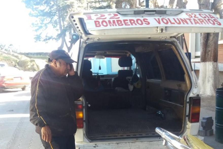 Ambulancia que trasladó a los dos heridos hacia el Hospital Regional de Occidente. (Foto Prensa Libre: María José Longo).