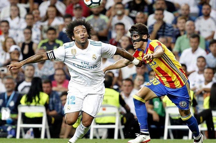 Marcelo fue uno de los jugadores que más buscó los goles en el partido de este domingo contra el conjunto valenciano. (Foto Prensa Libre: EFE)