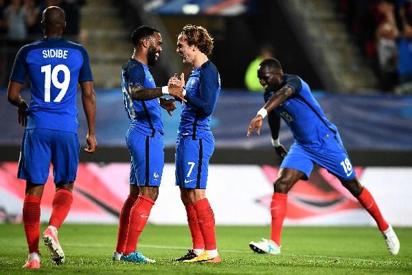 Griezmann cerró la cuenta de Francia en la goleada contra Paraguay. (Foto Prensa Libre: AFP).