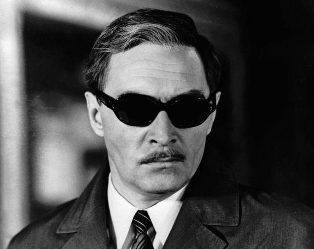 """El actor Vyacheslav Tikhonov como Stierlitz, en """"17 instantes de la primavera"""". ALAMY"""