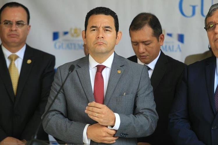 El presidente Jimmy Morales asegura que se está superando la crisis hospitalaria, contrario a lo que afirma la PDH. (Foto Prensa Libre: Esbin García)
