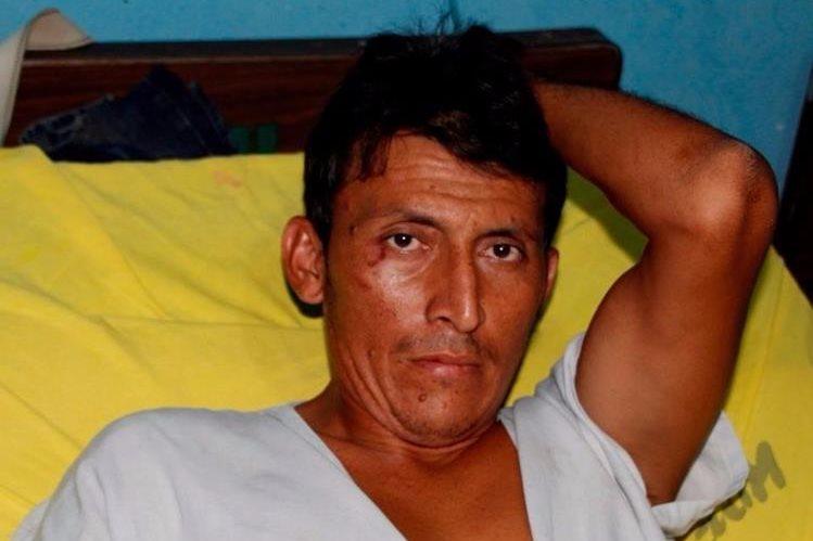 José Francisco Vásquez fue capturado por la PNC sindicado de un crimen, en San Francisco, Petén. (Foto Prensa Libre: Rigoberto Escobar)