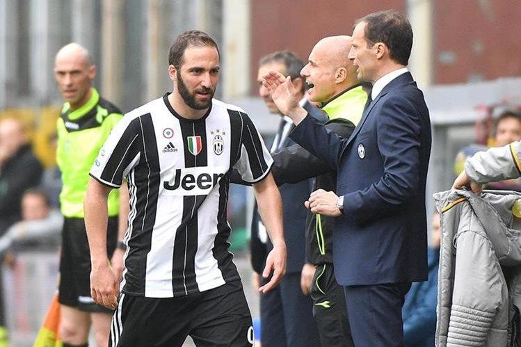 Una de las figuras de la Juventus, Higuaín se enfrentará al Barcelona. (Foto Prensa Libre: AFP)