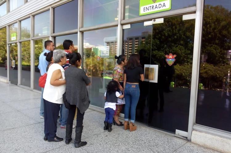 El servicio al público en la municipalidad está temporalmente cerrado. (Foto Prensa Libre: Óscar Rivas)