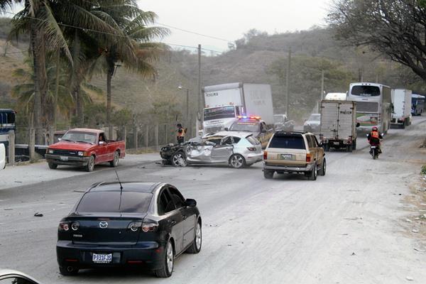 El Ministerio de Salud reporta de manera preliminar 15 personas muertas. (Foto Prensa Libre: Hugo Oliva)