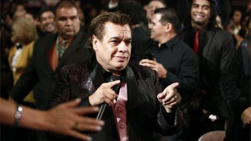 El artista mexicano vendió más de 100 millones de discos en su carrera. (AP)