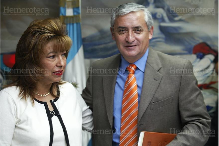 Anabella de León y Otto Pérez, diputados en el 2006. Ambos guardar prisión por casos de corrupción. (Foto: Hemeroteca PL)