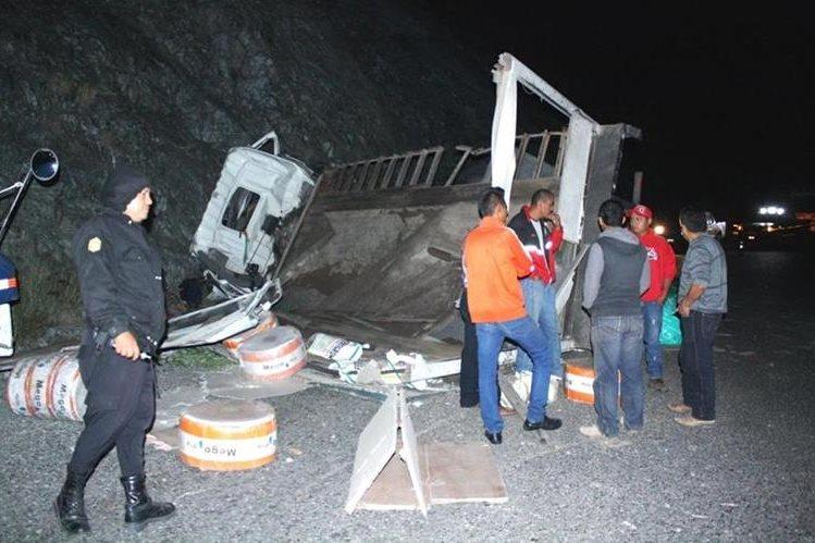 Camión queda destruido luego de choque en Morazán, El Progreso. (Foto Prensa Libre: Héctor Contreras)