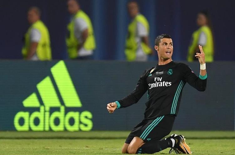 Cristiano Ronaldo ingresó a cinco minutos de que terminara el tiempo reglamentario. (Foto Prensa Libre: EFE)