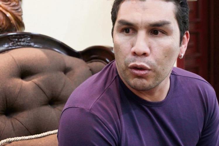 Salvador Cabañas atiende a los medios de prensa de Guatemala. (Foto Prensa Libre: Fernando López)