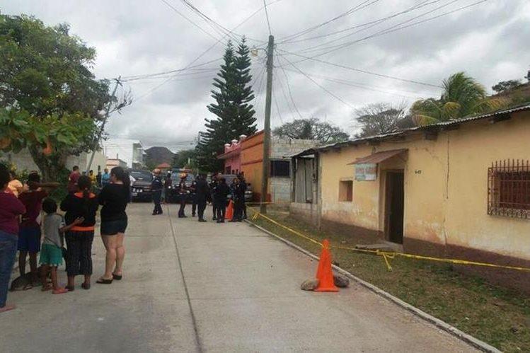 Vivienda en Ipala, Chiquimula, donde fueron hallados los cadáveres de un hombre y una mujer. (Foto Prensa Libre: Mario Morales)
