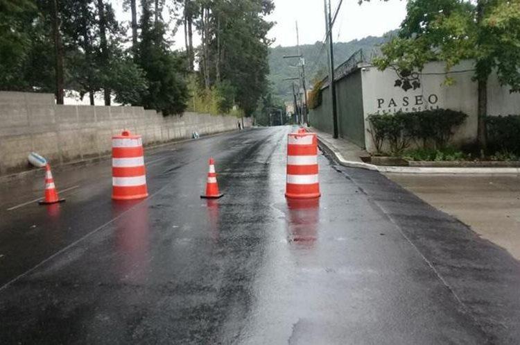 El paso por esa ruta fue cerrado por el daño en uno de los dos carriles. (Foto Prensa Libre: PMT SCP)