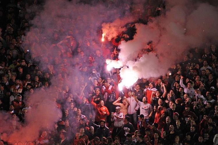 La barrabrava de Independiente sufrió un duro golpe luego de que fueran arrestados. (Foto Prensa Libre. AFP)