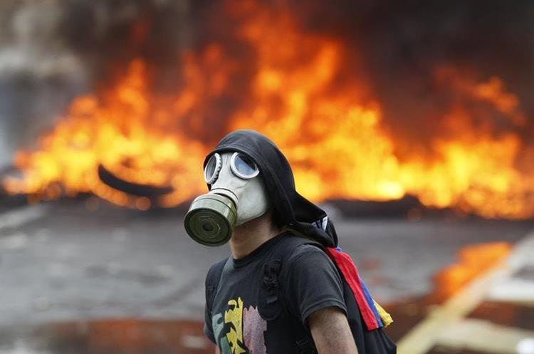 Las protestas no dan tregua en Venezuela. (Foto Prensa Libre: AP)
