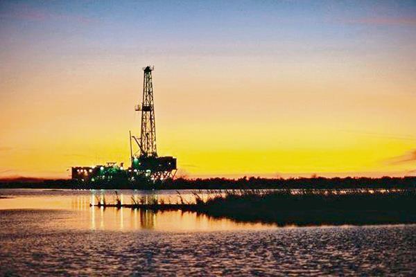 El petróleo se mantiene por debajo de los US$50.00. (Hemeroteca PL)