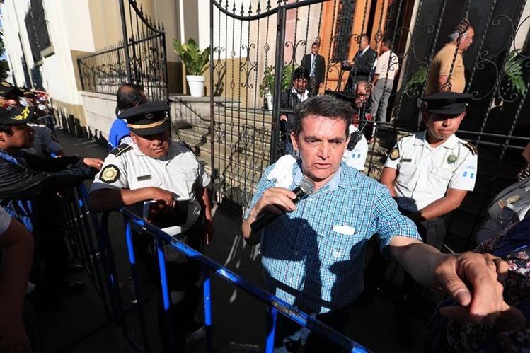Compromisos a los que llegó el presidente Jimmy Morales con sindicato no cumplen con el artículo 94 de la Ley de Presupuesto vigente. (Foto Prensa Libre: Hemeroteca PL)