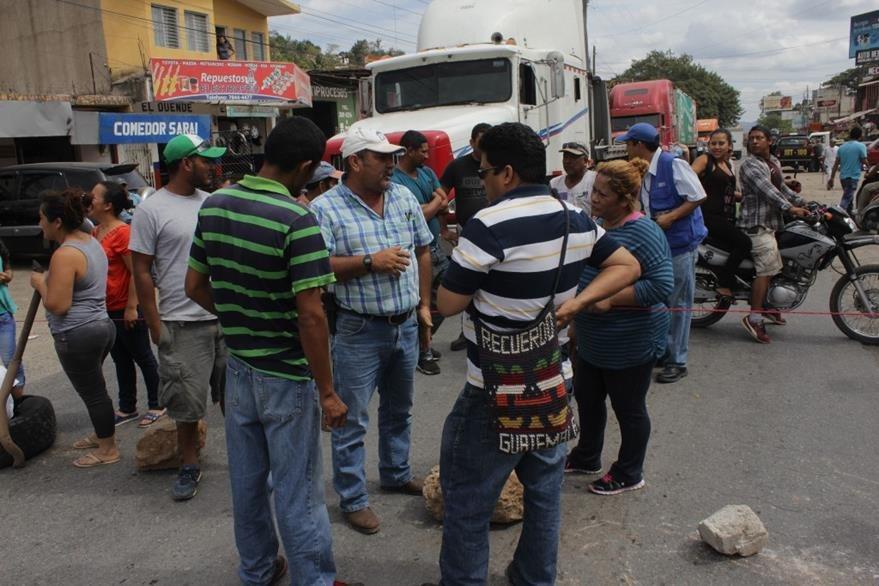 Protesta impide locomoción de pobladores en la ciudad de Jutiapa. (Foto Prensa Libre: Óscar González).