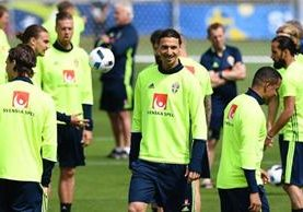 La Selección de Suecia entrenó con normalidad antes de enfrentar a Italia mañana en la segunda jornada del grupo E. (Foto Prensa Libre: AFP)