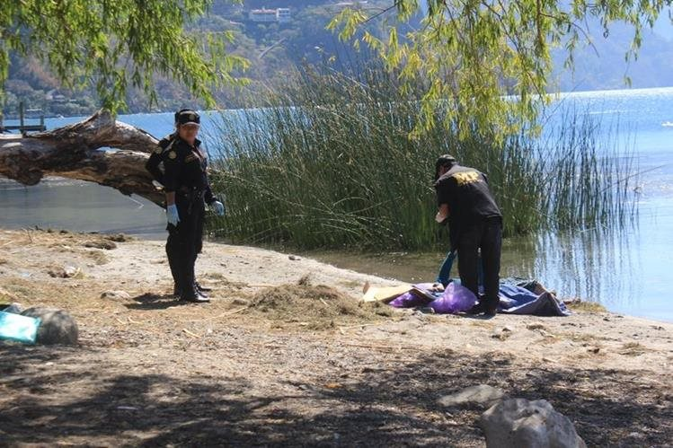 Lugar donde fue localizado el cadáver en Panajachel, Sololá. (Foto Prensa Libre: Ángel Julajuj).