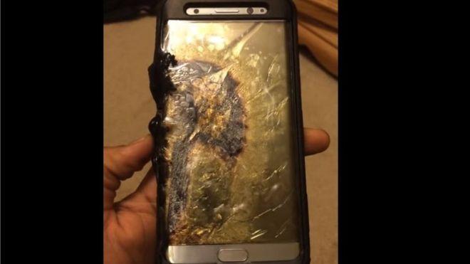 La carcasa del Galaxy Note 7 del usuario de YouTube Ariel González quedó completamente chamuscada. (ARIEL GONZÁLEZ).