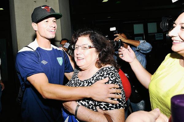 Cincotta fue recibido este marte por su familia en el Aeropuerto La Aurora. (Foto Prensa Libre: Francisco Sánchez)
