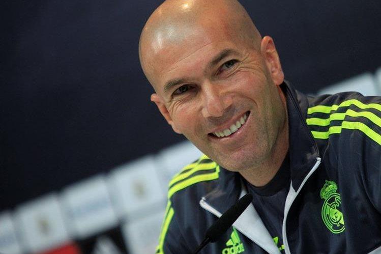 Zidane se mostró contento con la decisión en favor de su delantero y compatriota. (Foto Prensa Libre: EFE)