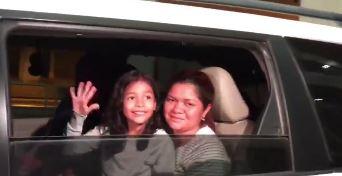 Alison Jimena Valencia Madrid acompañada de su madre Cindy Madrid, de 29 años y nacionalidad salvadoreña se reunieron en el aeropuerto de Houston, Texas.