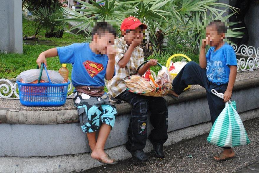 Niños guatemaltecos caen en manos de una banda de explotadores, en Tapachula, Chiapas, México. (Foto Prensa Libre: Édgar Octavio Girón)
