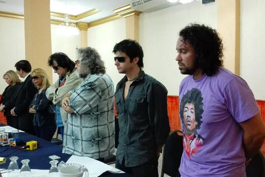 Los músicos hicieron un minuto de silencio en honor a Franco. (Foto Prensa Libre: Ana Lucía Ola)
