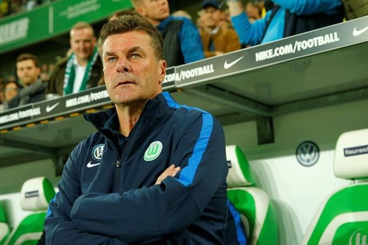 Dieter Hecking fue cesado de sus funciones como técnico del Wolfsburgo. (Foto Prensa Libre: AFP).