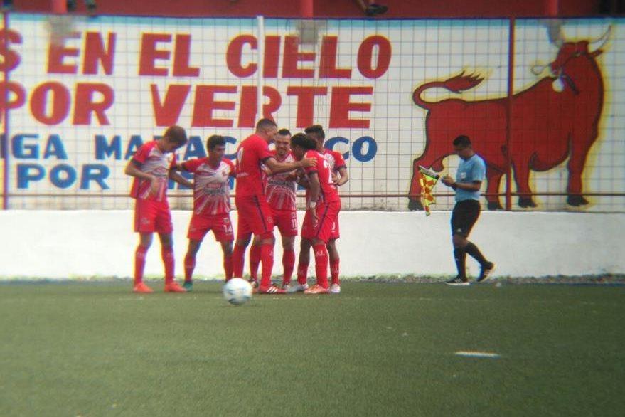 Los jugadores de Malacateco celebran la anotación de Valenzuela. (Foto Prensa Libre: Rolando Miranda)