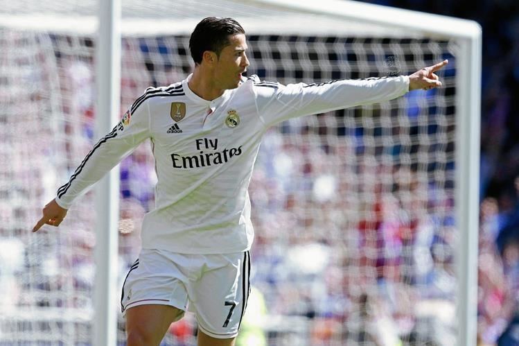 El portugués Cristiano Ronaldo vivió un partido de ensueño y celebró a lo grande. (Foto Prensa Libre: EFE).