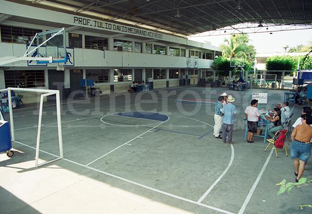 El gimnasio de la cabecera de Chiquimula luce vacío el 16 de mayo de 1999, día de la consulta popular. El abstencionismo fue el gran triunfador. (Foto: Hemeroteca PL)
