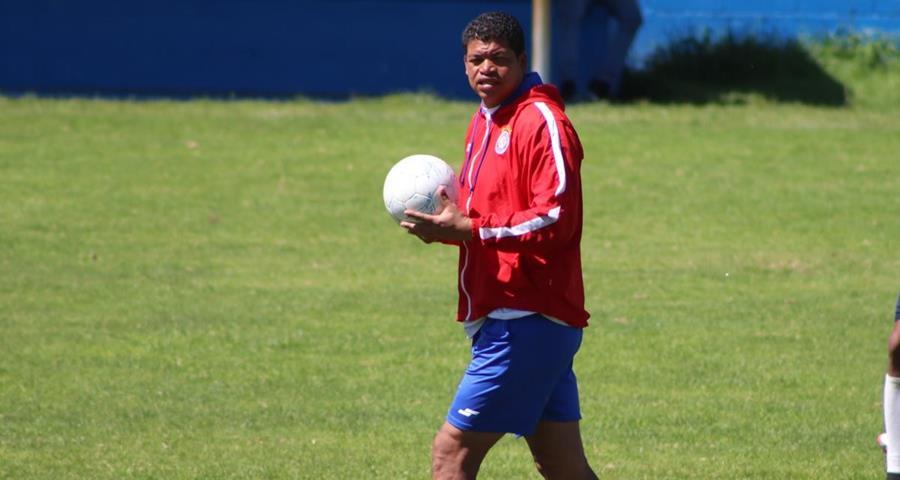 Ronald Gómez confía en que su equipo pueda clasificar directo a la semifinal del Apertura 2017. (Foto Prensa Libre: Raúl Juárez)