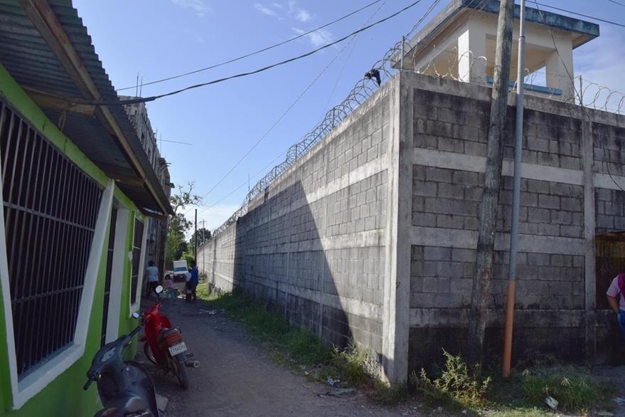 La cárcel  de Puerto Barrios, Izabal,  está ubicada  en la zona  urbana, lo que causa temor entre vecinos. (Foto Prensa Libre: Dony Stewart)