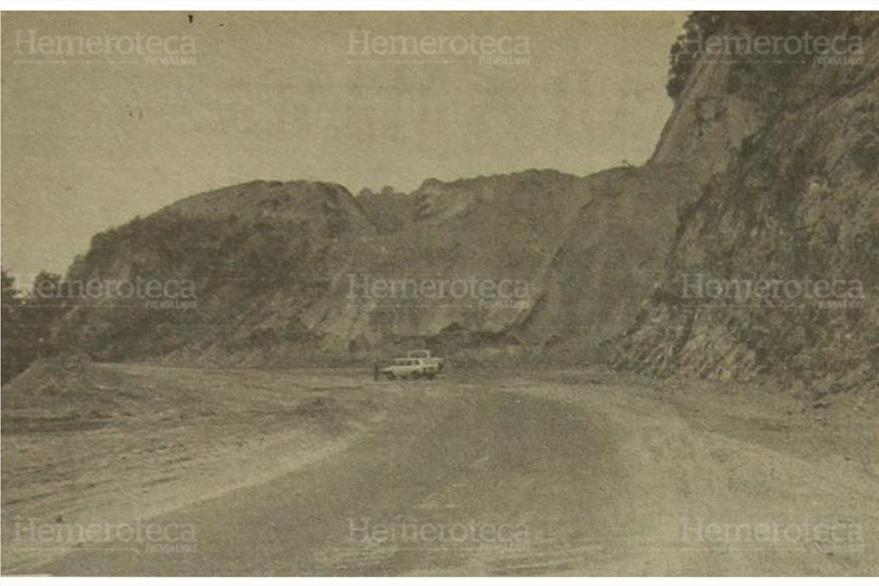 04/05/1981 Construyen tramo a San Lucas, Sacatepéquez donde las bases han sido concluidas. ( Foto: Hemeroteca PL)