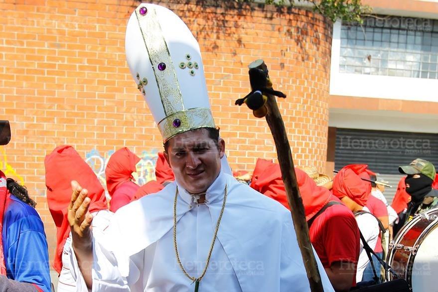21/03/2013. Sacerdote sancarlista parodia una vez más a la Iglesia. (Foto: Hemeroteca PL)